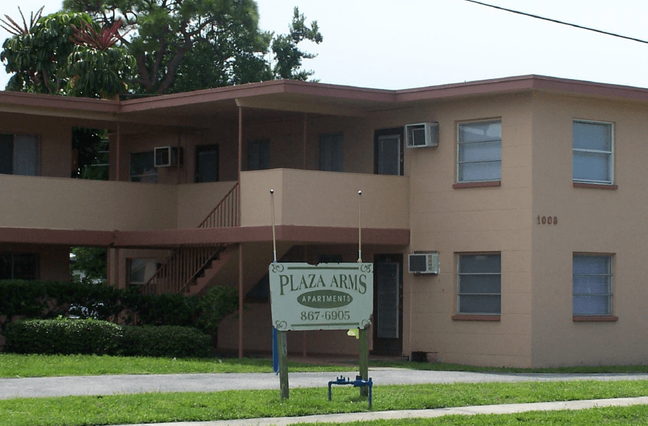 Plaza Arms / Golden Gate Apartments